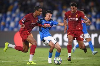 Napoli se impone al campeón Liverpool