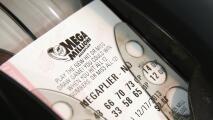 Mega Millions y Powerball ofrecen premios multimillonarios este fin de semana
