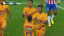 ¡La dupla de miedo! Leo Fernández le pone con un guante el balón a Gignac para el 1-0
