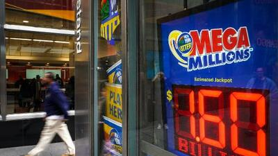 Se ganó $80 millones de la lotería y ahora la ley lo obliga a compartirlos con su exesposa