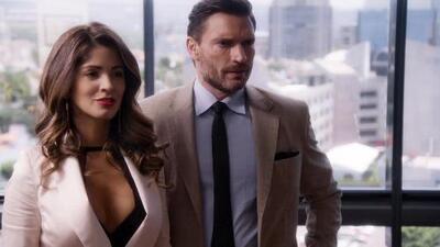 Carlos le dio la bienvenida a su despacho a Nancy, una audaz y bella abogada