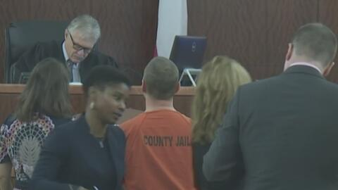 Acusados por asalto sexual contra una menor edad se presentan ante una corte