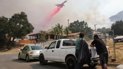 El incendio Holy obliga a la evacuación de 7,400 hogares en California