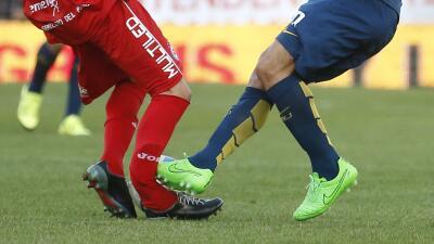 Dura entrada de Carlos Tevez lesiona a Ham