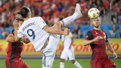 Esta obra de arte de Zlatan Ibrahimovic podría ser el Gol del Año para FIFA