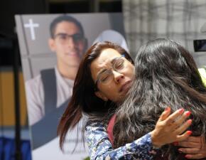 """""""No es justo"""": lágrimas e indignación en la misa por Norberto Ronquillo, el estudiante mexicano asesinado"""