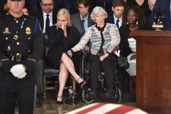 En fotos: Congresistas y ciudadanos rinden tributo a John McCain en el Capitolio