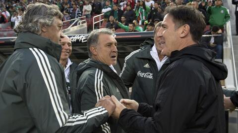 """Martino bromeó a Berizzo por el pelotazo: """"Estoy enojado porque le pega bien de zurda"""""""