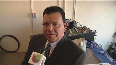 Fernando Valenzuela anima a los fans de los Chicago Cubs