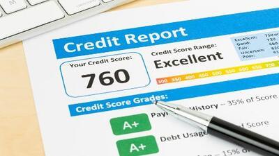 ¿Qué factores influyen en el puntaje de crédito y cómo se puede mejorar?