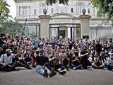 """""""Los fusiles de hoy son los teléfonos celulares"""": la ola de protestas en Cuba vista por un periodista independiente"""