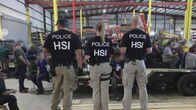 ICE arresta más de 150 personas en una redada en una fábrica de tráilers en el norte de Texas