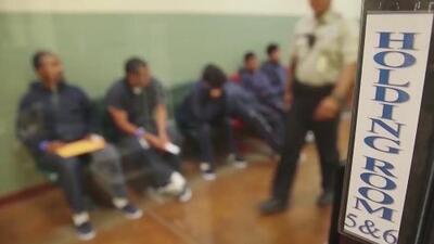 Sufren alucinaciones, escuchan voces: así viven los confinamientos solitarios los inmigrantes detenidos por ICE