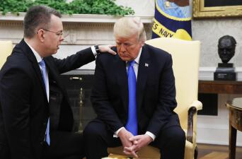 El pastor Andrew Brunson regresa a EEUU y se reúne con Trump tras ser liberado en Turquía (fotos)