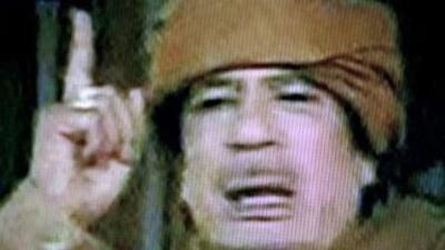"""""""Todo mi pueblo me adora"""": dice Gadafi"""