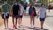 Pese a flexibilización de medidas, muchos en Miami-Dade optan por seguir usando las mascarillas