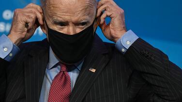¿Es viable el plan de Biden que establece una ruta de 8 años para dar la ciudadanía a indocumentados?