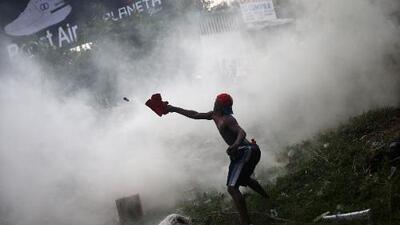 Maduro responde con represión al intento de ingresar ayuda humanitaria a Venezuela