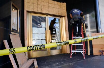 Los cierres y cobertura de vitrinas es una alternativa de protección que de manera unánime han adaptado los comercios en el sur de California, ante las constantes pérdidas a propósito de los múltiples disturbios registrados producto de protestas o celebraciones.