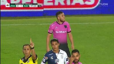 Tarjeta amarilla. El árbitro amonesta a Israel Jiménez de FC Juárez