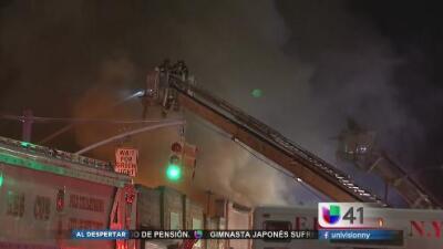 Alertan a residentes de Sunnyside por incendio de un almacén