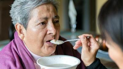 Muchos latinos no son conscientes de los síntomas del Alzheimer o los niegan
