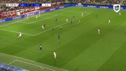 Tarjeta amarilla. El árbitro amonesta a Xaver Schlager de FC Red Bull Salzburg