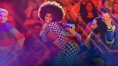 Amara 'La Negra' no solo desborda sabor al bailar también se luce al cantar 'What a bam bam'