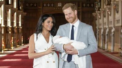 Meghan Markle y el príncipe Harry presentaron al mundo al bebé real