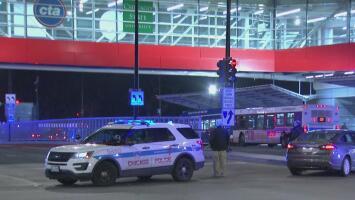 En grave estado de salud, policía arrastrado por un vehículo en el sur de Chicago