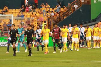En fotos: Tigres golea 4-0 al Puebla y avanza a los Cuartos de Final de la Copa MX