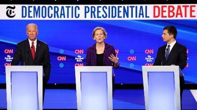 Los ataques en el cuarto debate demócrata se centran en Elizabeth Warren, quien avanza en los sondeos