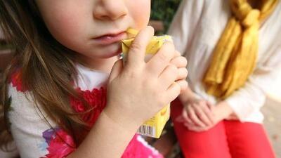 Advierten sobre presencia de arsénico en jugos de frutas para niños