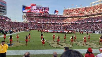 Porrista de San Francisco se arrodilló durante el himno de Estados Unidos