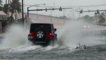 Si manejas en carreteras mojadas, evita un accidente con estas recomendaciones