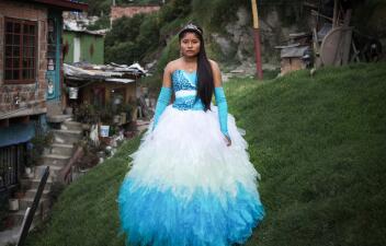 Fotos: En Bogotá, vestir de princesa a una niña humilde puede costar 3,000 dólares