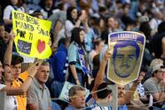 FV. Porto (Portugal), 04/05/2019.- FC Porto's supporters hold posters in honor of the Spanish goalkeeper Iker Casillas prior the Portuguese First League soccer match between FC Porto and Desportivo das Aves held at Dragao stadium in Porto, Portugal, 04 May 2019. EFE/EPA/FERNANDO VELUDO