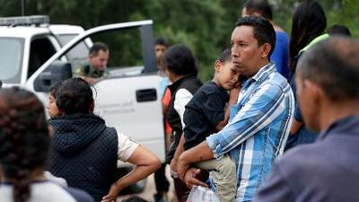 Corte Suprema da luz verde al gobierno de Trump para negar asilo a migrantes en la frontera
