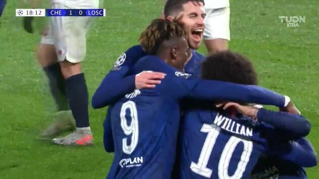 Abraham puso en ventaja al Chelsea con buena definición
