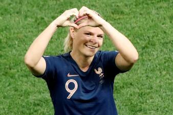 En fotos: Con dosis de polémica incluida, Francia vence a Noruega y sigue invicta