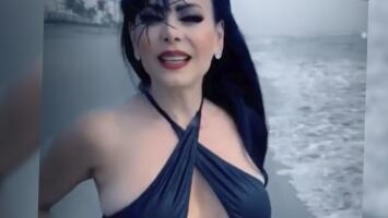 """""""Cuerpazo en el mar"""": Maribel Guardia atrajo miradas en Halloween"""