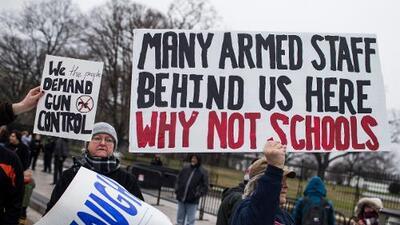 Parkland renueva el debate sobre si los maestros deben estar armados en las escuelas