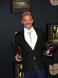 Tras recibir dos Premio Lo Nuestro, Pedro Capó contó que de las cosas más lindas que le ha pasado con su cancion 'Calma' es que la han abrazado los niños y eso fue algo que jamás esperaba.