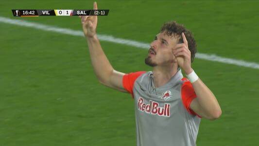 ¡Regalo y celebran! Berisha le da vida al anotar el 0-1 del Salzburg