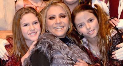 Daniela Castro posó junto a sus hijas y sorprendieron con su parecido