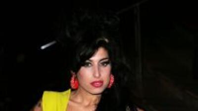 Padre de Amy Winehouse dice que habla con su hija