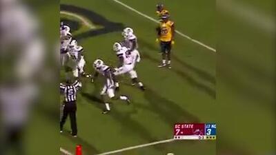 ¡El touchdown más ridículo! Receptor regala una anotación tras garrafal pifia