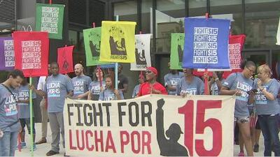 Trabajadores de McDonald's en Chicago se unen a las múltiples protestas y exigen un salario mínimo de 15 dólares por hora