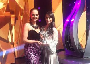 Fabiola Guajardo fue reconocida con la 'corona al mérito'