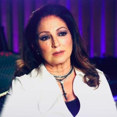 Gloria Estefan explica cómo su música abrió la puerta a sonidos más latinos cuando el rock dominaba la industria disquera